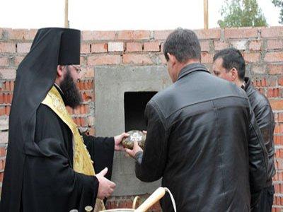 Епископ Исидор заложил камень в основание уже строящейся сельской церкви