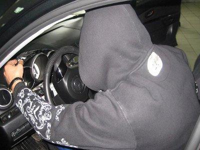 Угонщик попался в руки полиции, нарушив правила дорожного движения