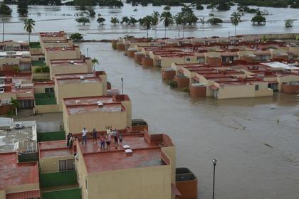 Число жертв наводнений в Мексике возросло до 80 человек