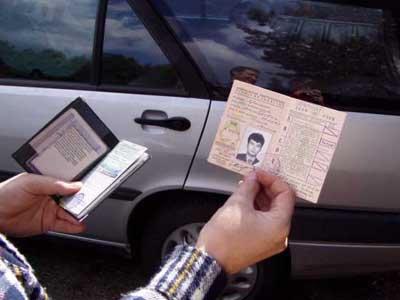 Автомобилист предъявил сотрудникам ГИБДД чужие права с исправлениями