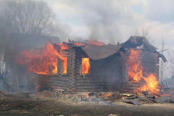 В Смоленском районе сгорела дача