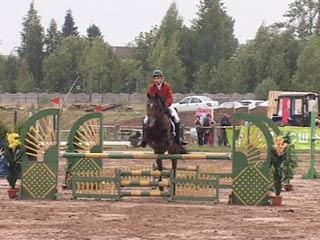 В Смоленске прошли соревнования по конкуру