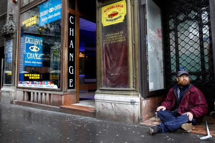 Венгерским бездомным запретили отпугивать туристов