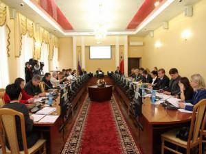 На сессии горсовета избрали вице-мэров и выдали мандаты новым депутатам