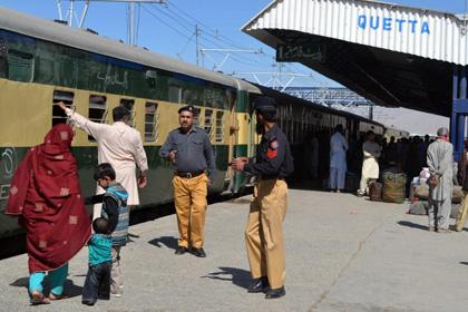 В Пакистане боевики взорвали пассажирский поезд