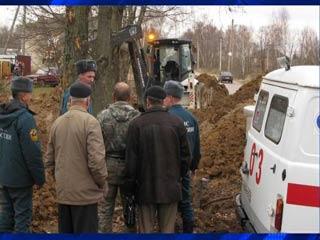 В Смоленской области рабочего насмерть засыпало грунтом