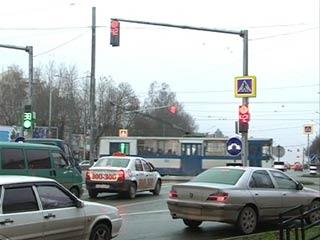 Новые светофоры на перекрестке Кирова-Тенишевой пришлись смолянам не по душе