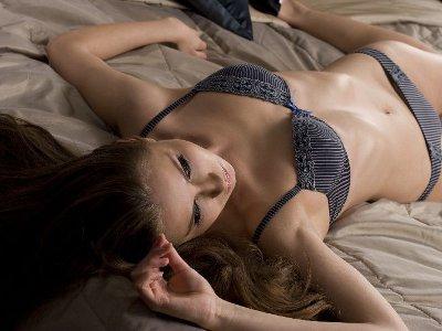 УФАС признало непристойными изображения полуголых девиц в рекламе