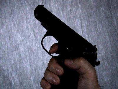 Разбушевавшийся грабитель заставил участкового применить табельное оружие