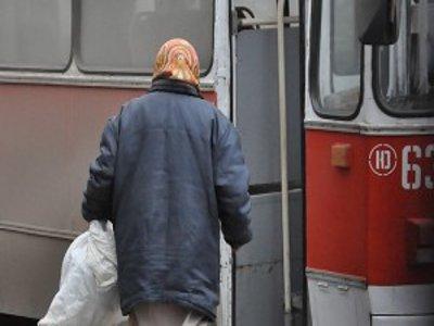 В курском трамвае травмировалась пенсионерка