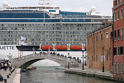 В Венеции ограничат навигацию круизных лайнеров