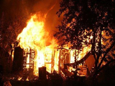 Субботним вечером почти одновременно сгорели две бани