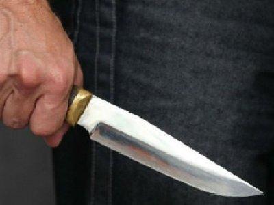 Гость под угрозой ножа ограбил хлебосольного хозяина