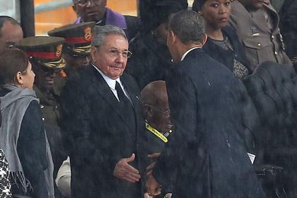 Обаму раскритиковали за рукопожатие с Раулем Кастро