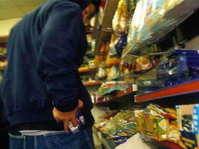 Безработный юноша за день бесплатно разжился провизией в двух торговых точках