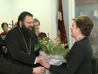 Смоленский епископ Исидор вручил епархиальную медаль руководителю чулочной фабрики