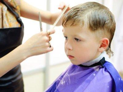 Начинающие стилисты устроили в доме ребенка выездной салон красоты
