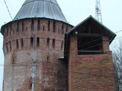 Переставшие работать юбилейные часы сняли с Громовой башни