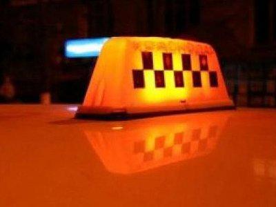 Поездка на угнанной у таксиста машине закончилась для двух молодчиков аварией