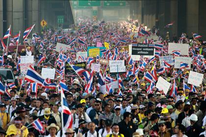 На улицы Бангкока вышли 100 тысяч демонстрантов