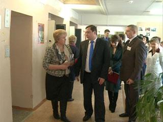 Алексей Островский посетил смоленский геронтологический центр «Вишенки»