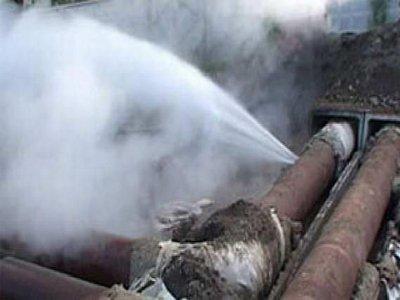 Авария на водопроводе произошла из-за двухметровой дыры в трубе