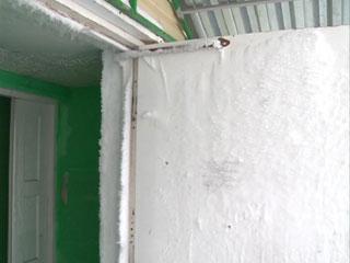 Жителей Сафонова вместо комфортного жилья переселили в «карточный домик»