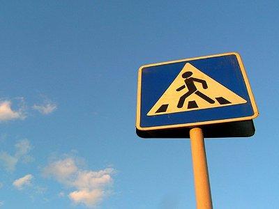 В Смоленске таксисты сбили на «зебрах» двух женщин и ребенка