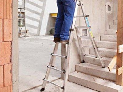 71-летний работник музея разбился насмерть, упав с лестницы