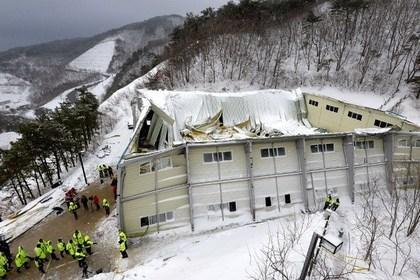 Число жертв обрушения здания в Южной Корее возросло до десяти