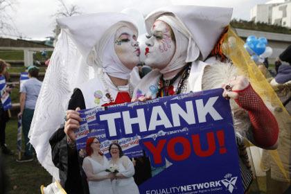 Шотландия легализовала однополые браки