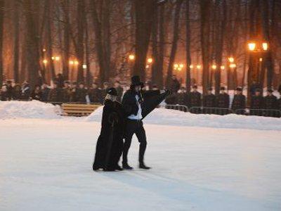Пушкин и Тенишева устроили физкультурную разминку на главном катке Смоленска