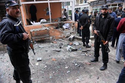 В Исламабаде террористы атаковали суды