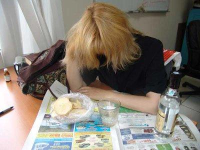 Безработная смолянка легко находила деньги на водку, но не на еду для сына