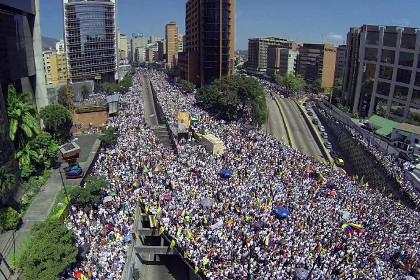 Число погибших в беспорядках в Венесуэле достигло 33 человек