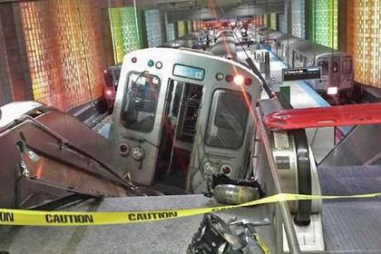 В Чикаго сошел с рельсов поезд