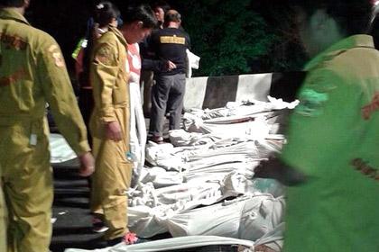 В результате аварии в Таиланде погибли 27 человек