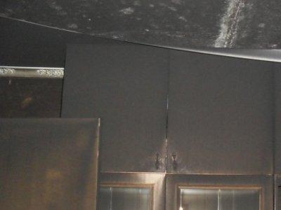 Заснувшего с сигаретой мужчину и его соседей вытащили из горящей пятиэтажки