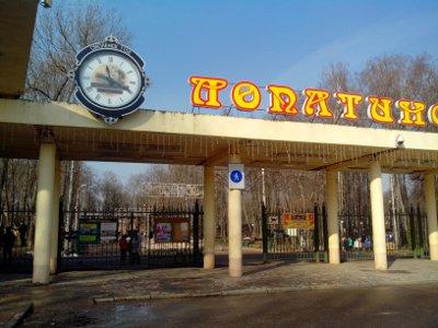 Юбилейные часы обрели постоянную прописку на входе в Лопатинский сад