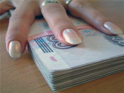 На женщину, получавшую зарплату и пособие по уходу за больным, завели дело