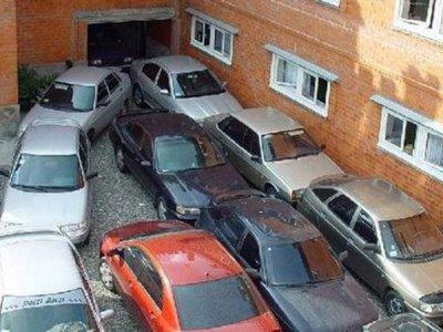 В облцентре так и не решили, разрешать ли ставить машины во дворах