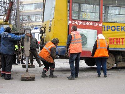 В центре Смоленска трамвай сошел с рельсов
