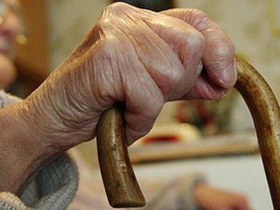 После пыток и избиения грабитель отобрал у престарелой женщины 24 тысячи рублей