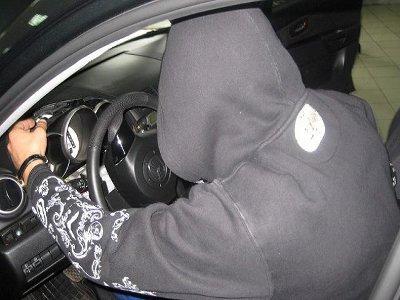 В Десногорске поймали ночных угонщиков, разбивших и бросивших чужое авто