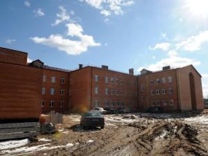Областные чиновники раскритиковали ход строительства школы в Велиже