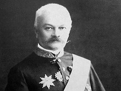 Бронзового губернатора Лопатина в вицмундире со шпагой усадят на кованую лавку