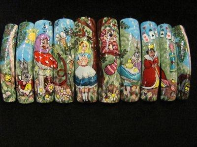 В «Губернском» проиллюстрировали «Алису в стране чудес» на ногтях