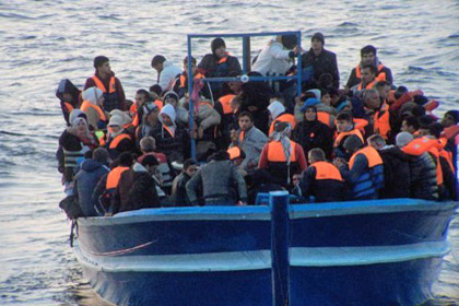 У берегов Крита потерпело крушение судно с 400 нелегальными мигрантами