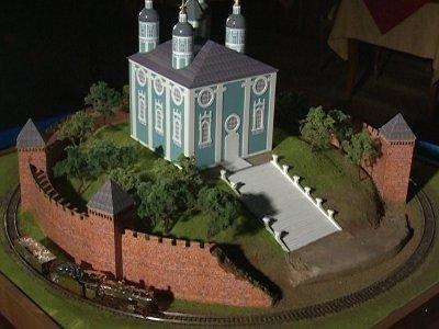 Вокруг макета Успенского собора пустили по рельсам бриллиантовый экспресс