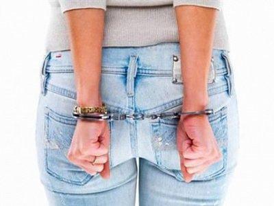 Числившуюся в федеральном розыске воровку поймали при попытке пройти в суд